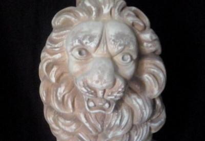 Градинска статуя Лъв