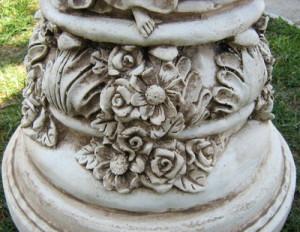 Колона с женски фигури орнаментирана 4
