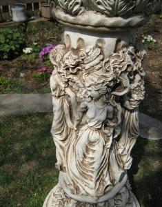 Колона с женски фигури орнаментирана 5