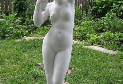 Статуя Афродита - градинска
