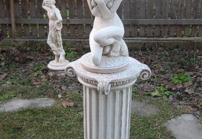Статуя женска фигура за градина