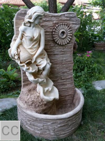 Стенна чешма Момиче с делва