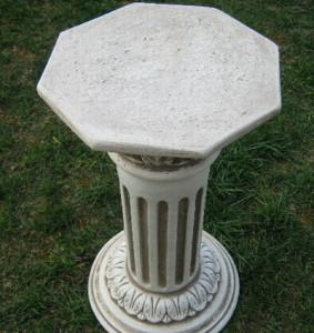 Колона с орнаментиран капител 2