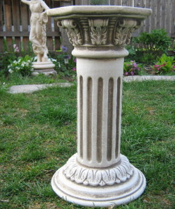 Колона с орнаментиран капител 3
