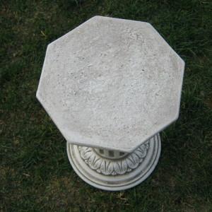 Колона с орнаментиран капител 4