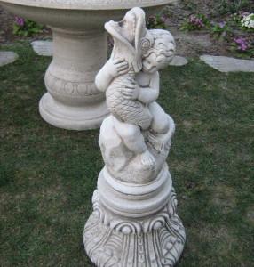 Момченце с рибка статуя - воден ефект 2