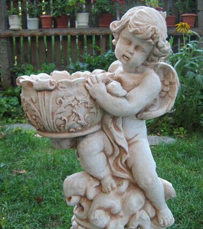 Статуетка Ангелче с кашпа 1