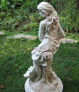Статуя Момиче с делва 4