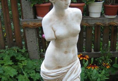 Статуя Венера Милоска - за градината