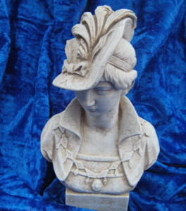 Бюст Дамата с шапка 3