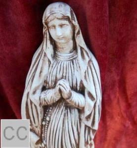 94 - Статуетка Дева Мария с броеница 3